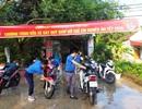 Các bạn trẻ miền núi rửa xe gây quỹ giúp đỡ trẻ em nghèo ăn Tết