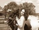 Vẻ đẹp của những cô nông dân chụp ảnh lịch khỏa thân làm từ thiện