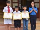 Khen thưởng nhiều học sinh nhặt được của rơi trả lại người đánh mất