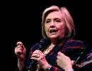 Máy bay chở bà Hillary Clinton hạ cánh khẩn cấp vì rung lắc, bốc khói