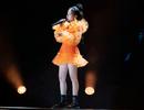 Phương Ly khoe chân thon trên sân khấu