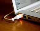 Có nên cắm nguồn cho laptop mọi lúc?