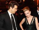 Bạn trai và chồng cũ của Scarlett Johansson gặp gỡ thân mật trên truyền hình