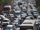 Vật vã băng qua nút giao thông rối loạn bậc nhất Hà Nội