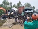 Tai nạn liên hoàn, 2 xe đầu kéo và 1 máy xúc dính chặt vào nhau