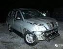 Vừa lái xe vừa dùng điện thoại, cha gây tai nạn khiến hai con tử vong