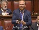 Nghị sĩ Italy bất ngờ cầu hôn bạn gái giữa phiên họp quốc hội