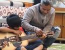 Chuyện người cha Jrai nhận 4 đứa con nuôi, mở lớp dạy nhạc miễn phí