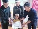 Cháu bé 5 tuổi bơ vơ trong ngày nhận tiền giúp đỡ của bạn đọc Dân trí
