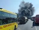 Xe khách cháy ngùn ngụt, cột khói bốc cao hàng chục mét
