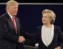"""Bà Hillary tiết lộ cuộc gọi khiến ông Trump """"bất ngờ không nói nên lời"""""""