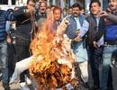 Ấn Độ: Nạn nhân hiếp dâm bị thiêu sống ngay trên đường đến tòa