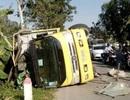 Xe Innova đấu đầu xe tải, 6 người bị thương