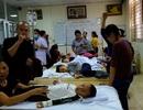 Vụ học sinh mầm non nghi ngộ độc thực phẩm: Khoảng 100 bé cấp cứu do nôn ói, đau đầu