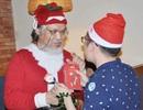 """Cả nhà tẽn tò khi ông già Noel đến tặng quà, con nói: """"Ông là đồ... giả!"""""""