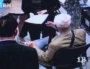 Không muốn nghỉ hưu, cụ ông 90 tuổi đi xe lăn tới phỏng vấn xin việc và cái kết