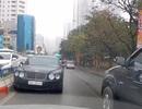 Tài xế điều khiển xe sang Bentley đi ngược chiều trên phố bị tước bằng lái 2 tháng