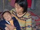 Bà mẹ đơn thân ôm con trai không có hậu môn sống cơ cực trong đói nghèo
