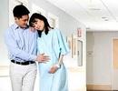 Chết đứng gặp cảnh chồng chưa cưới dìu bồ trẻ đến bệnh viện phụ sản