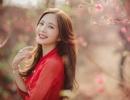 Thiếu nữ Hà thành khoe sắc bên vườn đào ngày Xuân