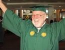Cụ ông 81 tuổi quay trở lại học đại học sau 50 năm dang dở