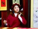 Bà đồ xinh như hot girl viết thư pháp trên phố Sài Gòn