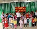 Ngành Giáo dục Nghệ An tặng quà Tết cho học sinh, giáo viên miền núi cao