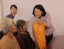 Phó Chủ tịch nước Đặng Thị Ngọc Thịnh tặng quà tết các gia đình chính sách tại Long An