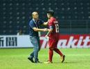 Thầy Park động viên, bắt tay từng cầu thủ U23 Việt Nam sau trận hoà Jordan