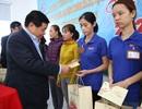 Bộ trưởng Bộ Kế hoạch - Đầu tư tặng quà, động viên người lao động nhân dịp Xuân về