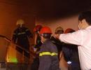 Nhường mặt nạ phòng độc cứu người, 3 chiến sĩ chữa cháy bị thương