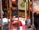 Nườm nượp người xếp hàng xin chữ đầu năm tại Văn Miếu