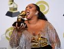 Lizzo khoe dáng ngoại cỡ bên 3 giải Grammy danh giá