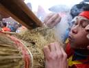 """Hình ảnh đặc biệt trong lễ thổi cơm cổ xưa ít phút trước lệnh """"cấm"""" vì virus corona"""