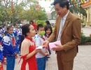 Phát gần 3.000 khẩu trang miễn phí cho học sinh Tiểu học thành Vinh
