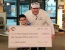 Cậu bé 8 tuổi kiếm trăm triệu đồng trả nợ cho học sinh nghèo 7 trường học