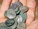 """""""Thợ săn"""" cổ vật nghiệp dư vớ được kho báu 300 tỷ đồng, lập kỷ lục Guinness"""