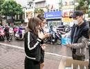 Khắc Việt mua 30.000 khẩu trang phát miễn phí cho người dân