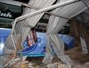 Xe tải nát bét sau cú tông xe khách, nhiều người bị thương