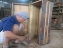Đột kích xóm đồ cũ, tận thấy công nghệ lên đời đồ gỗ cũ