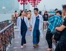 Cầu tình yêu dập dìu tình nhân ngày Valentine