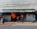 Cháy lớn xưởng gỗ, hàng chục công nhân hoảng loạn tháo chạy