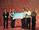 Phó Thủ tướng Trương Hòa Bình tặng 100 triệu đồng cho Quỹ Khuyến học