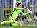 Filip Nguyễn xuất sắc cản phá phạt đền giúp Slovan Liberec đi tiếp