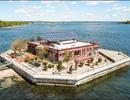 Độc đáo căn biệt thự xa xỉ, xây nổi giữa biển của tỷ phú người Mỹ