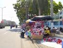 """Ngày 8/3: Hoa tươi ế ẩm, hồng """"mạ vàng"""" bày đầy sạp không ai mua!"""