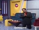 MC truyền hình Iran quỳ gối xin người dân ở trong nhà vì Covid-19
