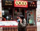 Chủ nhà hàng Trung Quốc bị nhổ nước bọt vào mặt