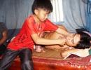 Người phụ nữ nghẹn ngào cầu xin cho con trai một con đường sống