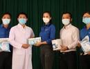 Hoa hậu Trần Tiểu Vy đến thăm, tặng quà tại bệnh viện dã chiến Củ Chi